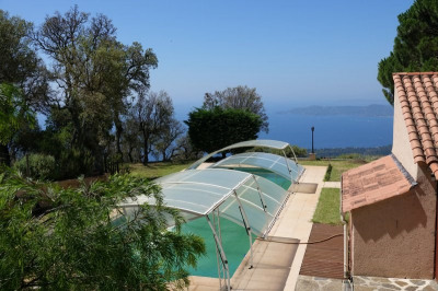Property for sale in the hills with exceptional sea views