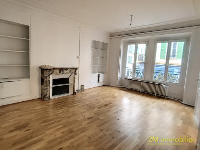 Bel appartement ancien à usage de bureaux