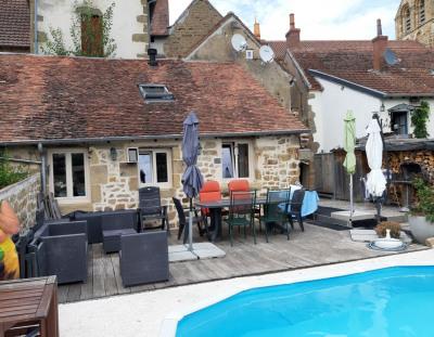Maison de village rénovée avec piscine / exclusivité