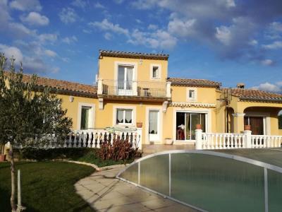 Villa récente piscine grand terrain