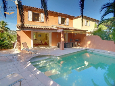 Villa, near the beaches of La Nartelle and the city center.