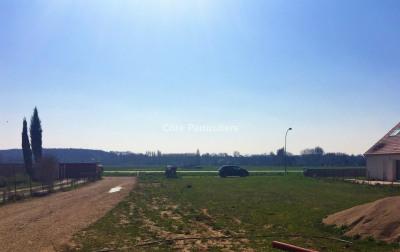 Terrain à bâtir à 5 mn de la gare TGV