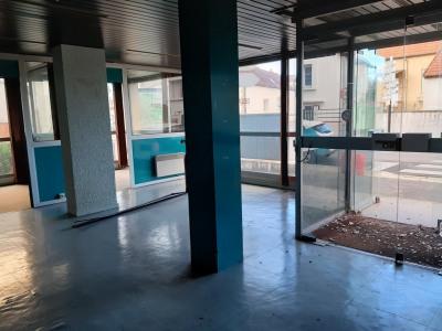 Surface commerciale- bureaux env 85 m² plain-pied