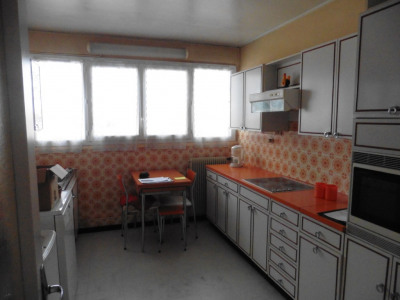 Vaste appartement 80 m² proche centre commercial