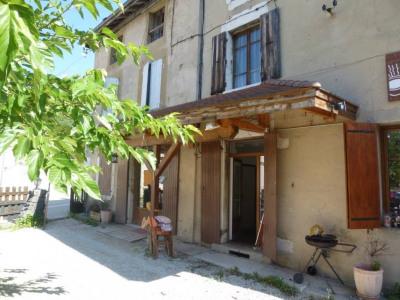 Appartement en rez chaussée avec terrasse - centre bourg