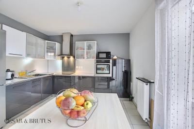 Appartement 4 pièces avec grand balcon - 77 m² - 69500 BRON