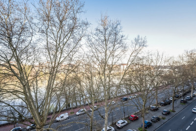 4 rooms 98 m2 T4 with beautiful view of the Rhône