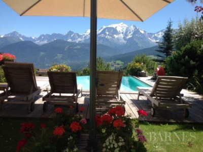 Chalet récent avec piscine face au Mont-Blanc