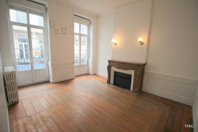T3 avec prestations anciennes et balcon Tourny/rue Huguerie