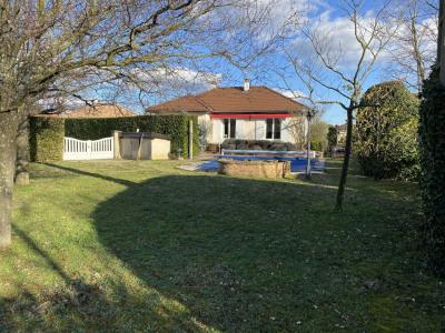 Quartier calme, villa T5 soignée avec piscine et vue dégagée sur
