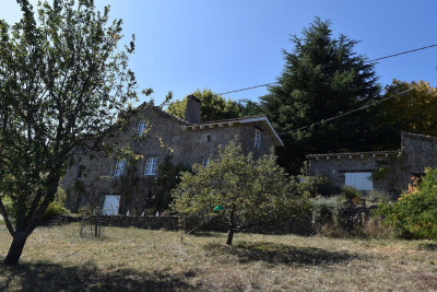 Maison en pierre située à St Julien La brousse