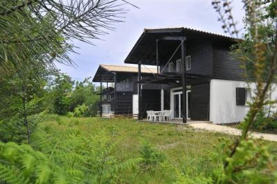 Charmante maison dans résidence avec piscine dans la pinède