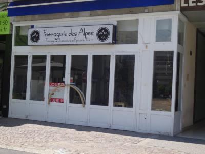 St julien en genevois centre rue commerçante
