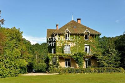 AIN A 1h15 de Genève maison de caractère 440 m² parc 1,9 ha