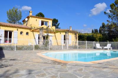 Villa avec terrain de 6364m², non isolée