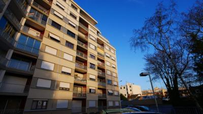 Secteur Mairie, appartement avec grand balcon et garage