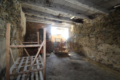 BATIMENT A RESTAURER LE PALAIS - 3 pièce(s) - 107 m2