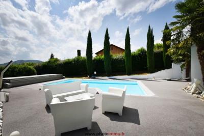 Villa contemporaine de 230 m² hab sur 2800 m de terrain