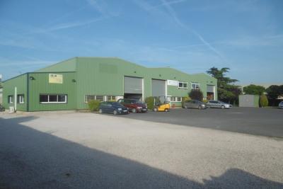 Locaux d'activités de 1267 m² + parking de 1000 m²
