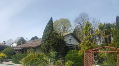Maison avec piscine, garage, et 2 dépendances amén