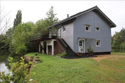 Maison bois avec étangs