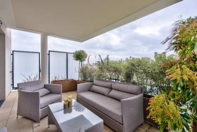 Saint cloud 3 chambres belle terrasse