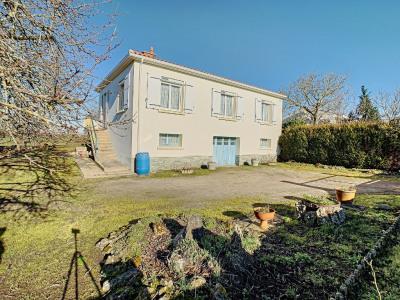 Maison de Bourg - sur Sous-Sol - 3 chambres - 80m²