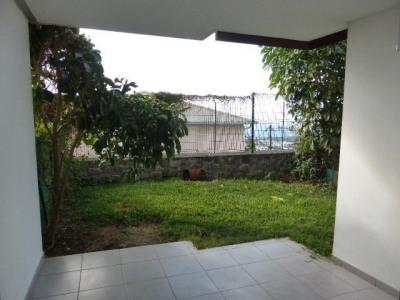 F2 BDNèfles, jardin, calme