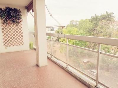T4 Bon standing - GRATTE CIEL - Beaux volumes et vue sur Parc ! Grand balcon Ouest