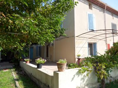 Mas de village sur 487 m² de jardin arboré quartier résidentiel