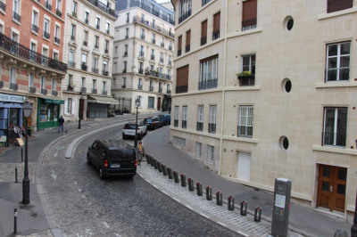 Grand 2 pièces rue Lepic