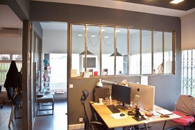 Locaux professionnels, bureaux, grande vitrine, ru