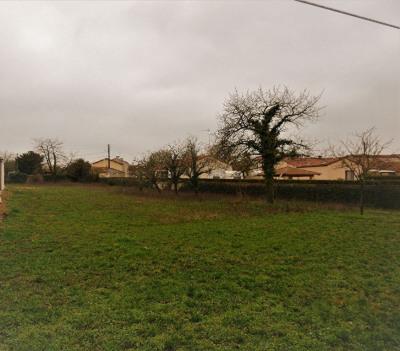 Terrain Neuville De Poitou