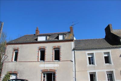 Maison de Bourg TREFFIEUX - 8 pièce (s) - 135 m²