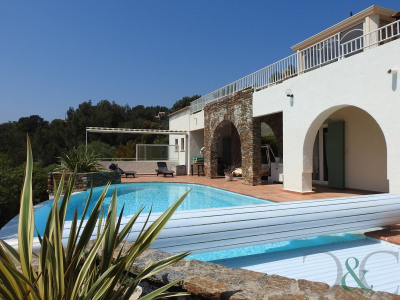Bormes Les Mimosas villa for sale with sea view and swimming