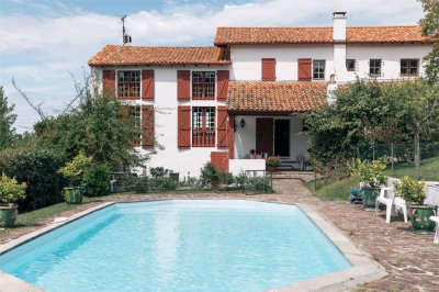 Demeure basque avec piscine