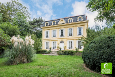 Maison bourgeoise 7 pièce (s) 360 m²