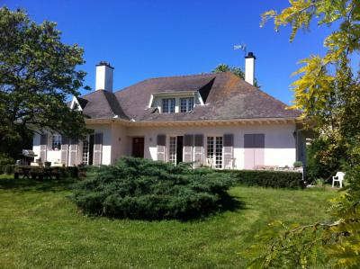 Belle villa de caractère 230 m² sur joli terrain arboré de 3000