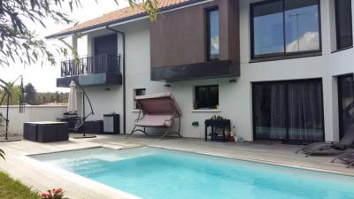 Grande villa avec piscine