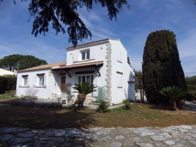 Villa de plain pied erigee sur terrain plat
