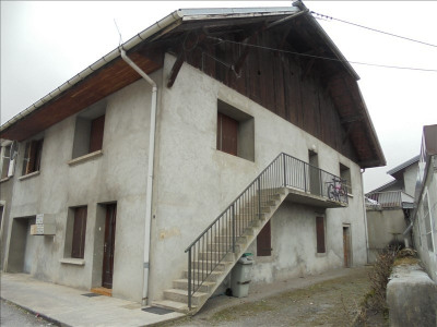 Maison avec 5 apts loués
