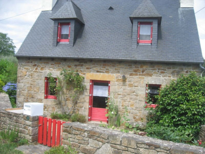 Le charme et l'authenticité de cette maison en pierres vous séduirons.Garage indépendant avec grenier. Te ...