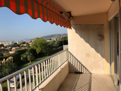 Antibes appartement T1 vue mer