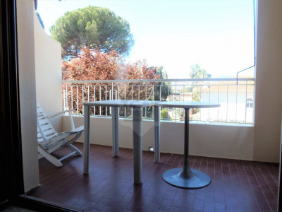 Appartement 2 pcs avec terrasse, parking et cave