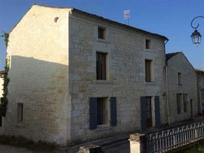 Sale house / villa Saint-savinien 143250€ - Picture 1