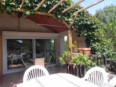 Layrac - maison de village avec garage et piscine