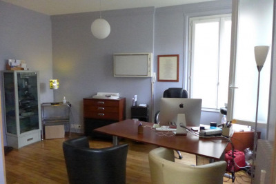 Cabinet médical 2 pièce (s) 48.91 m²