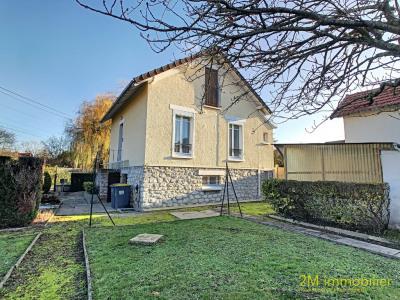 Maison sur 680 m² de terrain