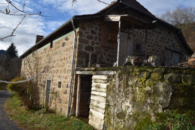 Maison en pierre isolée