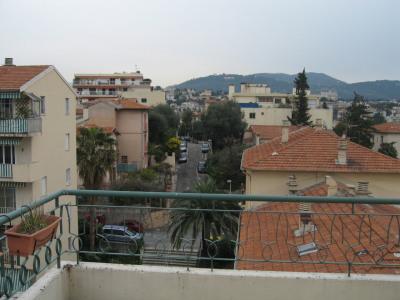 DERNIER ETAGE appartement 2 pièces avec Grande terrasse